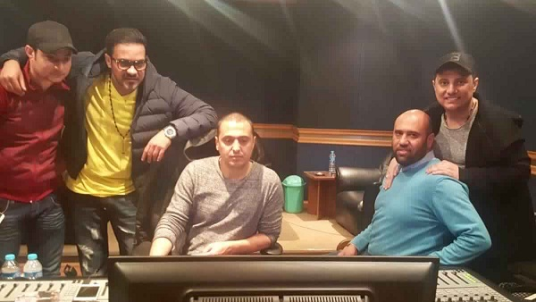 محمد رجب يتابع مكساج أغنية رابع واره مع فريق عمل بيكيا إيجى 2030